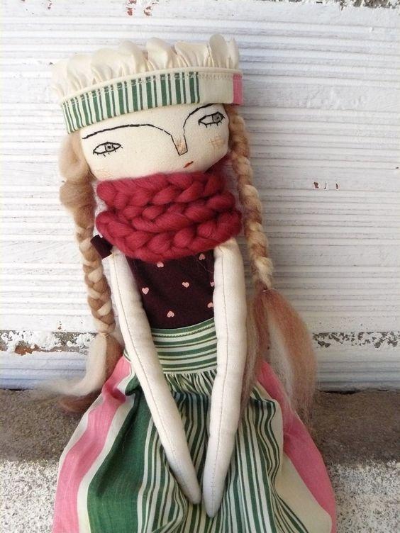 Muñeca princesa humilde con corona y bufanda. Pelo de pura lana. 33 cm. de AntonAntonThings en Etsy