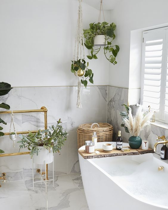 Transform your bathroom into an urban jungle with indoor plants and luxury accessories. Click to shop My Life Handmade #mylifehandmade #bathroom #bathroomdecor #indoorplants #houseplans #homedecor #handmadehome #homdecorideas #urbanjungle