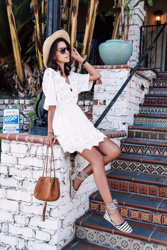 Robe blanche dentelle et espadrille sandals