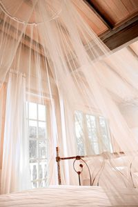 How to Make Your Own Sheer Mosquito Netting Canopy... I need one right now!!! Stupid mosquitoes