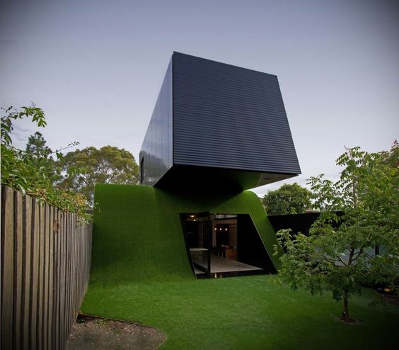 """THE HILL HOUSE, MELBOURNE — Love the concept and design, but, who's mowing that """"hill,"""" or better yet, how? :/"""