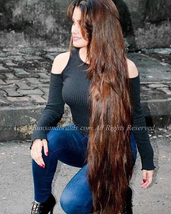 schone altere frauen mit langen haaren