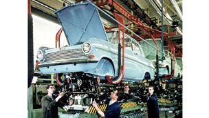 Opel Kadett A -mallin lopullinen kokoaminen (yhdistäminen) Bochumin tehtaalla, 1963.