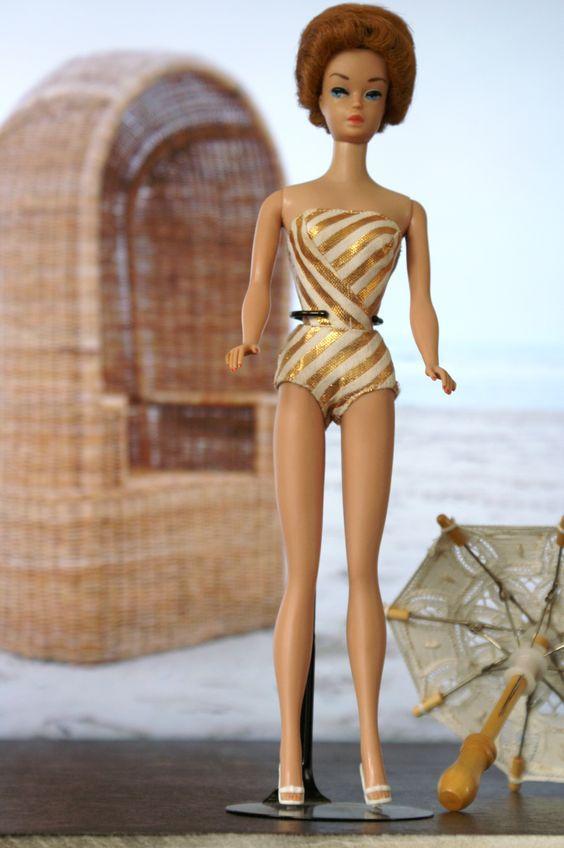 """Fashion Queen Barbie 1962 De """"Pruiken Barbie"""" met rode pruik"""