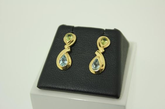 Classy and unique 18 carat golden earrings with citrine and aquamarine. For only € 174,-. http://www.goldbergjuweliers.nl/shop/products-page/goud/18-krt-citrien-aquamarijn-oorbellen