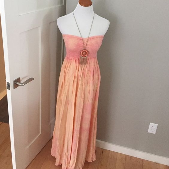 Beautiful O'neill Maxi Sundress Stretchy top with long flowing tie dye material. Comfy and gorgeous! Great for the beach or hot summer days. ALSO HAS POCKETS!! The colors remind me of a sunset or orange/raspberry sorbet. ⭐️ O'Neill Dresses Maxi