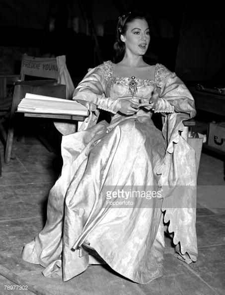 78977302-actress-ava-gardner-on-the-set-of-the-film-gettyimages.jpg (453×594)