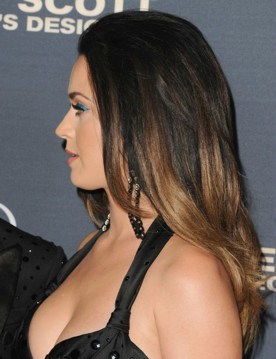 Katy Perry S Hairstyle With Highlights Katy Perry Hair Katy Perry Hair Color Brown Ombre Hair Color
