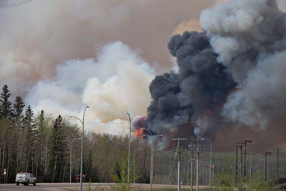 Canadá levanta orden de desalojo por incendio en Alberta