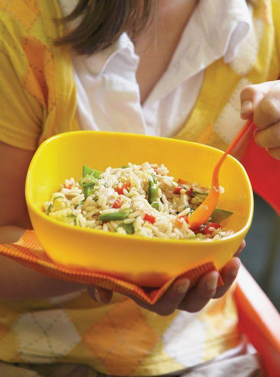 Recette de Ricardo: Riz frit au poulet. Ingrédients: oeufs, poivron rouge, oignons verts, riz blanc, poulet cuit...