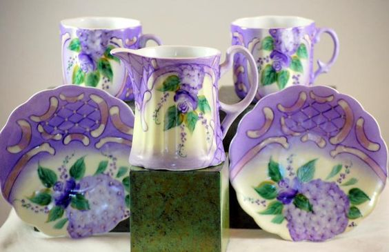 This is a 5 piece Thun Haviland tea cup and creamer set. The set is marked Thun…