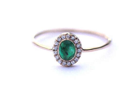 Halo anneau d'émeraude, halo bague de fiançailles, bague en émeraude et diamant, bague de fiançailles unique, fabriqué à la main par Arpelc par ARPELC sur Etsy https://www.etsy.com/fr/listing/469796845/halo-anneau-demeraude-halo-bague-de