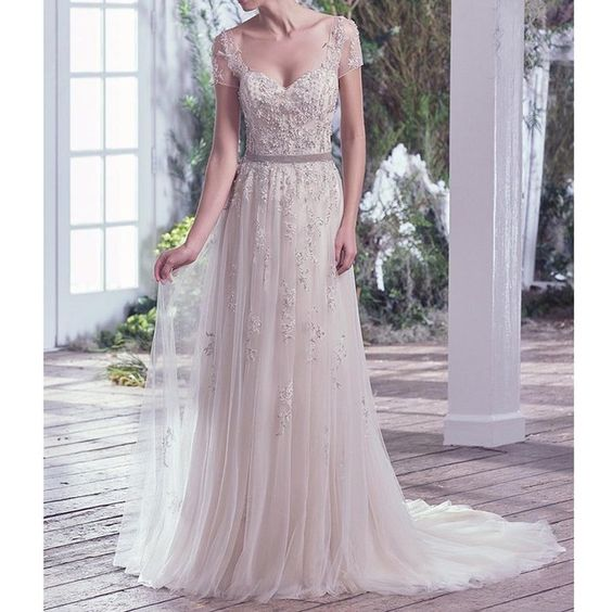 Simple and Vintage Wedding Dresses Beach Wedding Gown V-Neck Beaded Appliques Tulle Wedding Dress