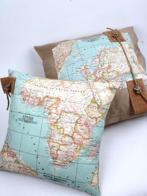 2 wereldkaart kussens