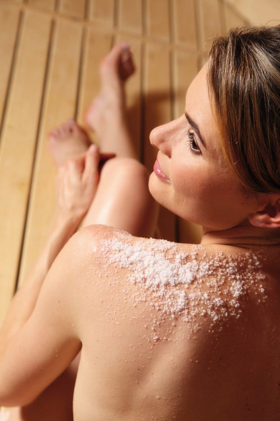 The salt scrub is an application which provides a gentle and beautiful skin. The salt is applied to the whole body. It rids the skin from rough and dry particles. The gentle peeling stimulates the blood circulation and leaves a soft skin.