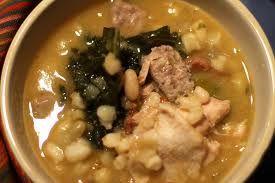 Cachupa é um prato típico  da gastronomia de Cabo Verde. Distingue-se entre  Cachupa Rica (elaborada com vários tipos de carne),  e Cachupa Pobre (feita apenas com peixe).