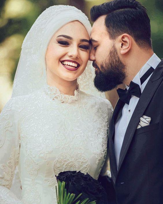 صور لفة طرحة عروسة احلى عروسة عريس وعروسة افكار افراح تحفة صور عروسة بالفستان ال Muslim Wedding Dresses Ball Gowns Wedding Wedding Couple Poses Photography