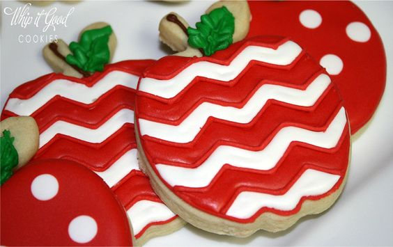 These Apple Cookies are so cute any Teacher would be thrilled to eat one, but only after she showed them off to all the other Teachers:)