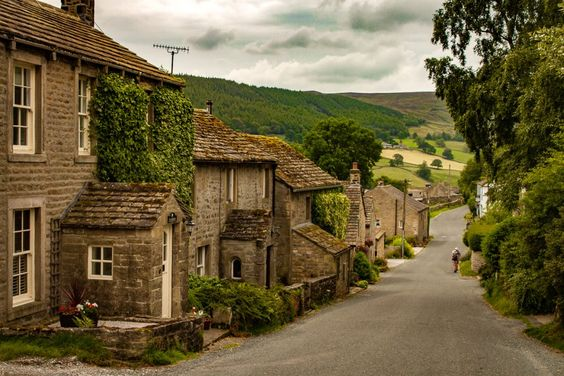 10 Pretty Villages in the Yorkshire Dales to Swoon Over - Journey with Georgie