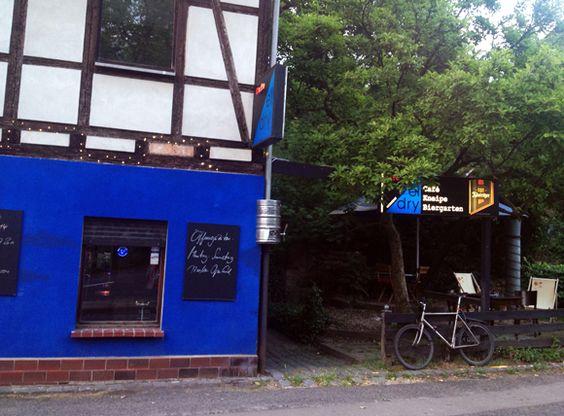 Szenekneipe El Dry mit urig rusitkalem Biergarten in #Leipzig #Cafe #Connewitz