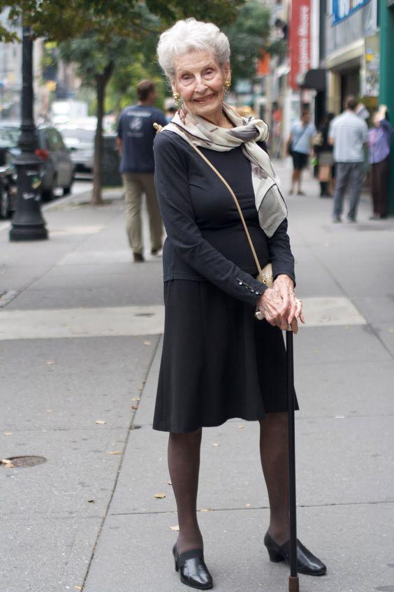 Vejam que coisa mais linda quando uma mulher sabe se vestir com elegância, em qualquer idade.