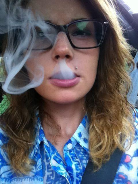 https://i.pinimg.com/564x/bc/4b/80/bc4b802af4b118e01586bfe62b803027--smoke-tricks-sexy-smoking.jpg