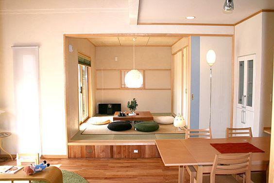 【和室】 リビングの小上がり和室には、丸窓と障子の組み合わせが「満月」を演出するひと工夫!?ここでの晩酌は格別ですな!