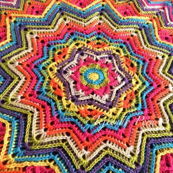 Cobija o manta ondulada redonda tejida a crochet en 7 - Mantas de ganchillo paso a paso ...