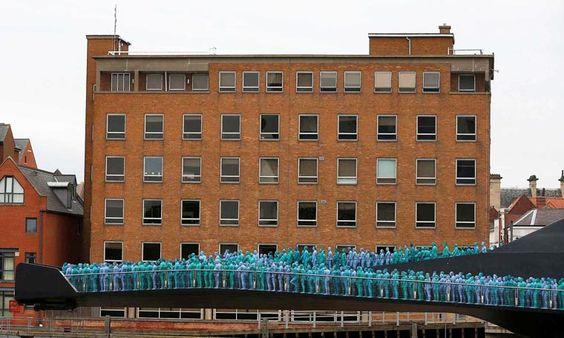 Sea of Hull – Des milliers de gens nus et peints posent pour Spencer Tunick (image)