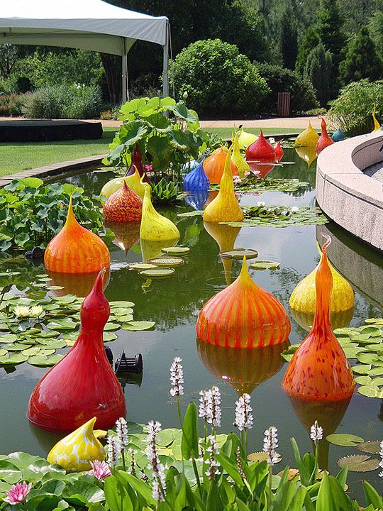 Atlanta Botanical Gardens in urban Atlanta, Georgia is a popular place to see some spectacular flowers and gardens. One of our favorite abstract artistic features there is Chihuly's Glass Art. #Garden #Art #Modern www.ModernCrowd.com