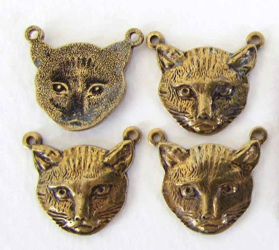 These are vintage antiqued brass connectors in the shape of beautifully detailed cat heads. These have hollow backs (see top left in photos) and measure 16mm top to bottom. They are vintage USA, light weight but very sturdy. You will receive four (4) of these unique vintage antiqued brass connectors.Size: 16mmColor: antiqued brassOrigin: USAMaterial: brassPieces/Lot: 4
