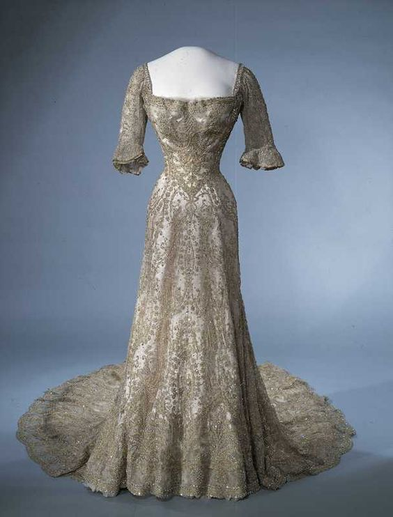Gala dress of Queen Maud of Norway ca. 1902 From the Digitalt Museum  She had such a tiny waist.