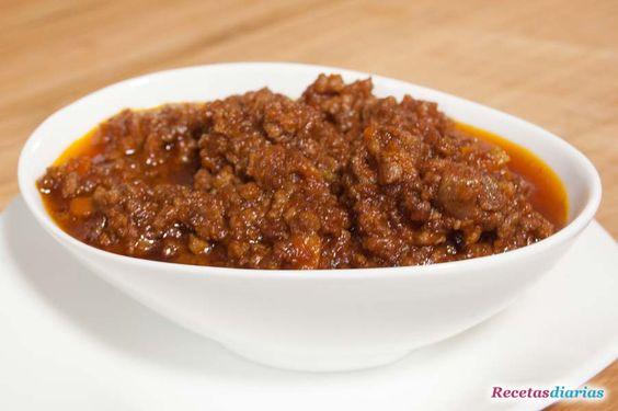 Cómo hacer Salsa boloñesa. Receta tradicional italiana, para cualquier tipo de pasta o arroz. Es la base de la lasaña o los canelones de carne.