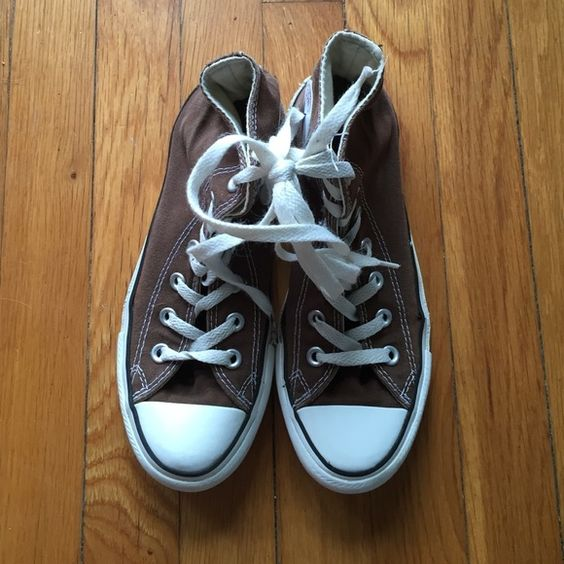 Brown converse chick Taylor men's size 5 Gently worn/ clean men's size 5 brown chuck Taylor. Converse Shoes Sneakers