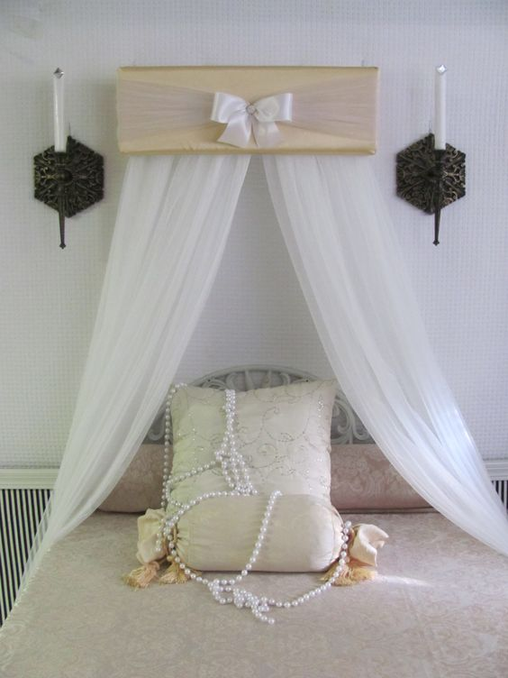 Crown pelmet upholstered awning gold ivory cornice teester for Bedroom cornice design