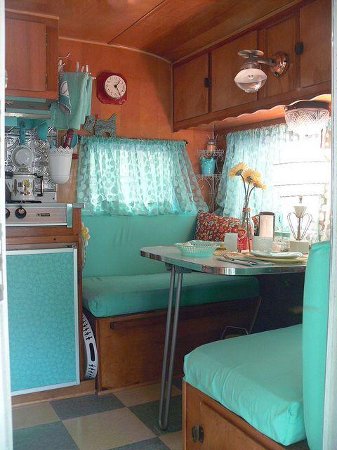 Trailer caravan of dreams pinterest turquoise blue for Arredamento camper