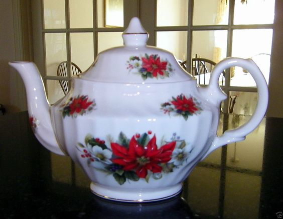 STAFFORDSHIRE HERITAGE POINSETTIA AND HOLLY 6-CUP OVAL TEAPOT