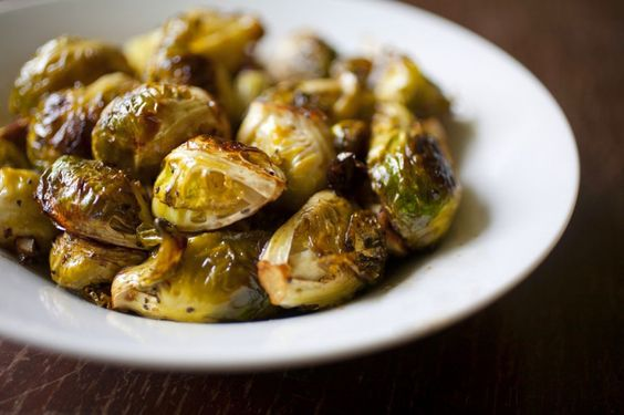 Garlic and Balsamic Roasted Brussel Sprouts: Recipes Sides, Garlic Balsamic, Balsamic Vinegar, Food Side Dishes, Roasted Brussels Sprouts, Balsamic Brussel Sprouts, Nom Nom, Salads Sides Veggies, Balsamic Roasted