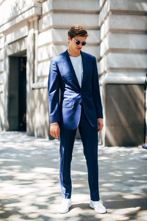 スーツ×スニーカー海外メンズコーデSuits With Sneakers Was the Outfit of Choice at Paris Fashion Week Men's - Fashionista