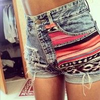 Shorts with aztec print