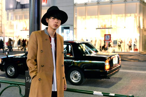 街なかにいる成田凌のかっこいい高画質画像