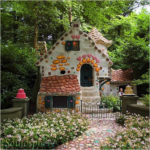 Cutest little house.. would be the perfect vacation spot