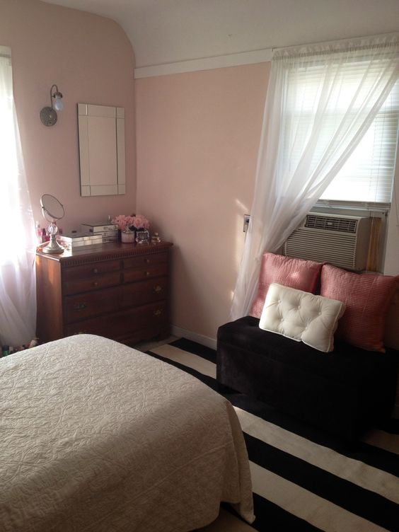 Pink bedroom wall color is pink moire by benjamin moore - Shades of pink for bedroom walls ...
