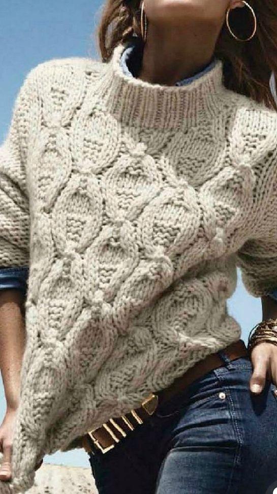 Ce pull, comme tricoté à la main, et son col cheminée, sur un jean ... ce que j'aime !!
