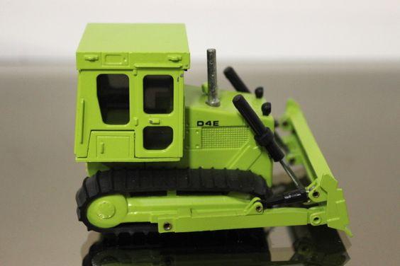 Caterpillar D4E Planierraupe der Marke NZG Art.-No. 205 Maßstab 1:50 Guter gebrauchter Zustand, ohne OVP Nicht geeignet für Kinder unter 14 Jahren!
