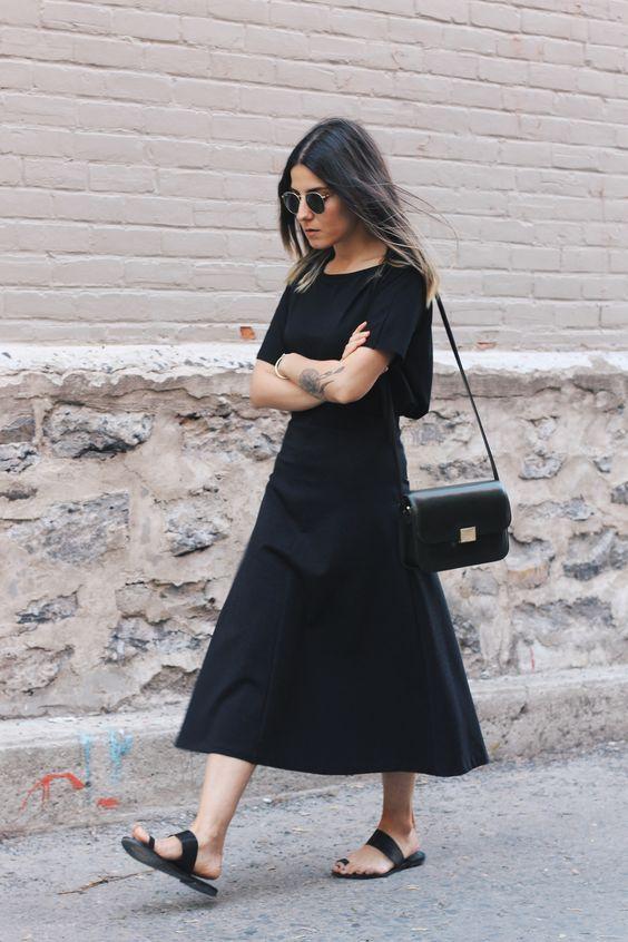 Vestido preto abaixo dos joelhos