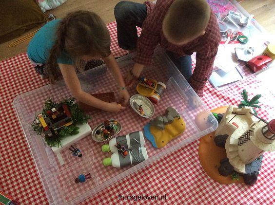 Spelen met zelfgemaakte bootjes en meer Play with selfmade boats (indoor play)