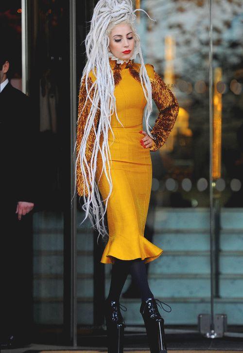 lady gaga in yellow - photo #33