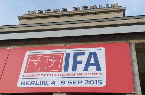 Plakat mit dem IFA-Logo an der Messe Berlin Quelle: dpa