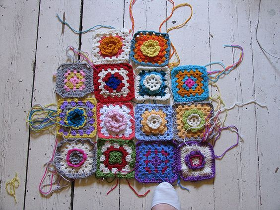 Series of video tutorials for beginners on crocheting a granny square.